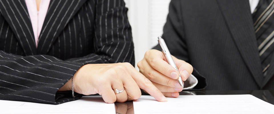 lawyer having client sign a contract